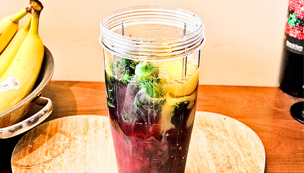 A photo of a smoothie that can be used to gain weight and build muscle while bulking.